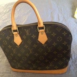 SOLD ON M Louis Vuitton Alma MM